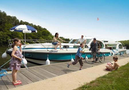 le canal du midi en languedoc nicols location de bateaux. Black Bedroom Furniture Sets. Home Design Ideas